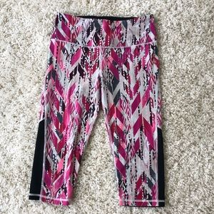 Victoria's Secret VSX knockout cropped leggings